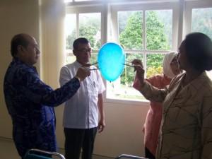 Prof. Anitah, Prof. Tarno main balon